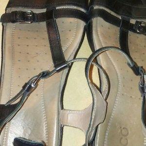 Echo sandal